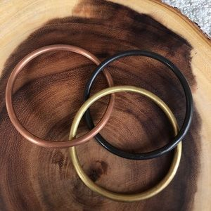 3 Attached bangle bracelets! Never been worn ✨